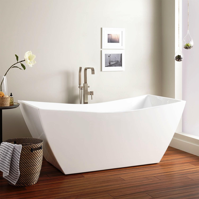 Freestanding Acrylic Soaking Tub