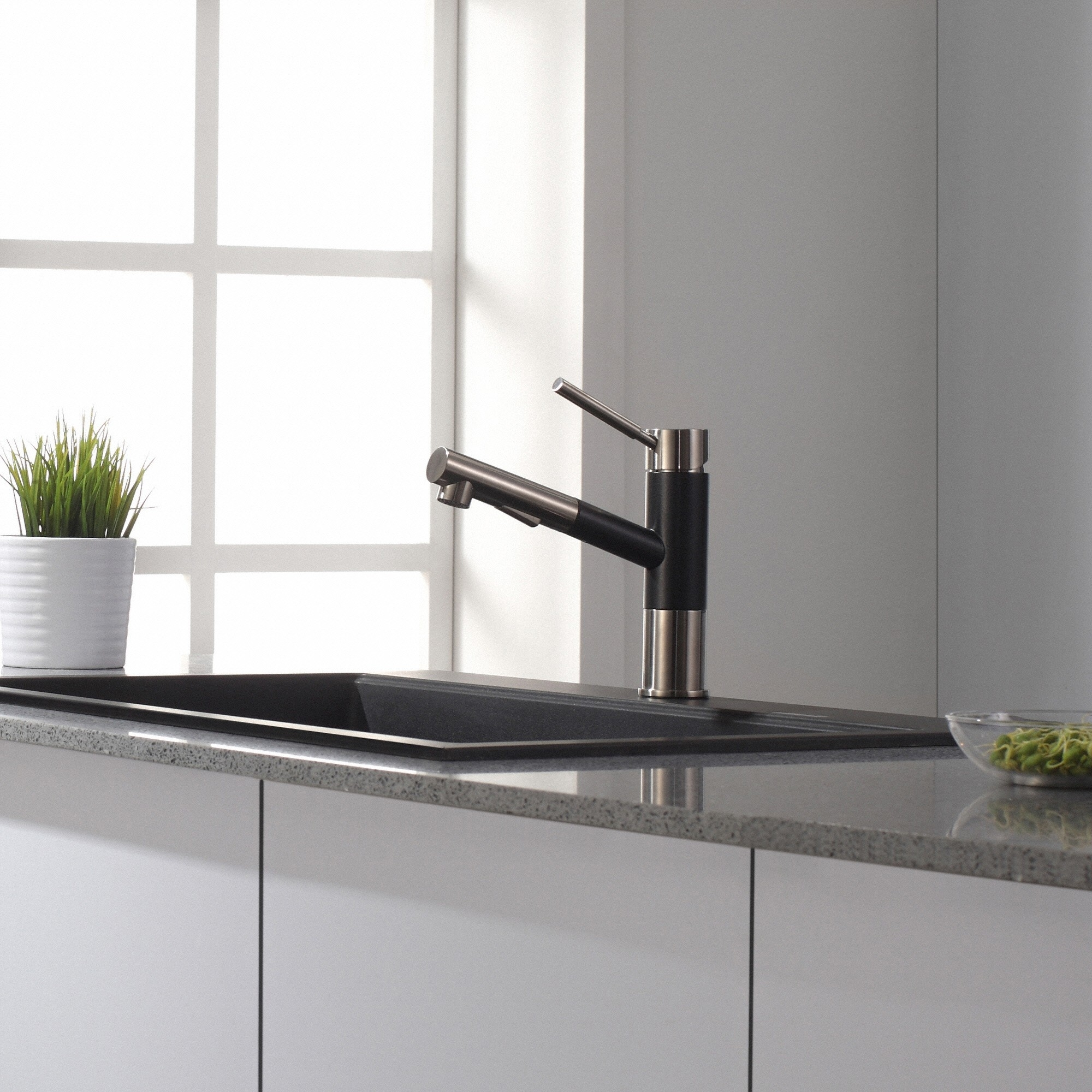 Ariel Single Handle Kitchen Faucet With Pull Out Sprayer